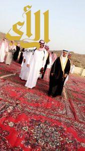 رئيس مركز الأمواه يتقدم المصلين في صلاة عيد الفطر المبارك ويستقبل المهنئين
