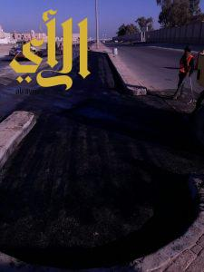صيانة وسفلتة وإعادة تأهيل شوارع الأحياء بالخفجي