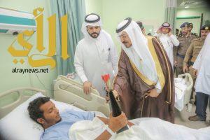 محافظ وادي الدواسر يُعايد المرضى المنومين بالمستشفى العام