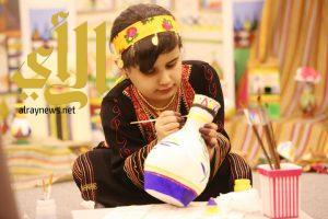 نورال الشهري: طفلة تخطف أضواء زوار قرية عسير في الجنادرية