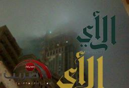 """""""سحابة سوداء"""" حول ساعة مكة تستنفر فرق الدفاع المدني"""
