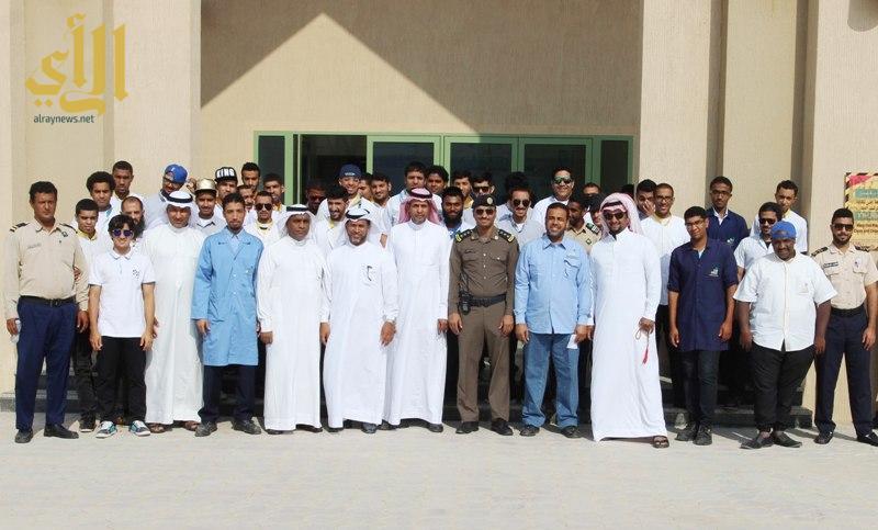 صورة جماعية لعدد من المشاركين في الدورة