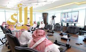 وزير العمل يستمع لشكاوى عملاء من خارج الرياض عبر الاتصال المرئي