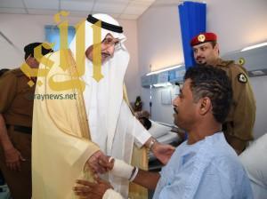 أمير منطقة جازان يزور المصابين من أفراد القوات المرابطة على الشريط الحدودي بالمنطقة