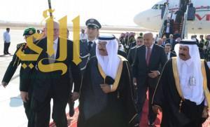 رئيس وزراء لبنان يصل إلى الرياض