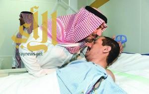 أمير نجران يطمئن على صحة المصابين بحادثة تفجير مسجد المشهد