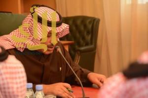 أمير الباحة يناقش المشروعات الصحية الجاري تنفيذها بالمنطقة