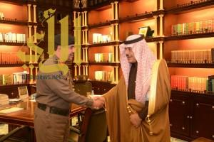 أمير الباحة يستقبل في مكتبه مدير الدفاع المدني بالمنطقة