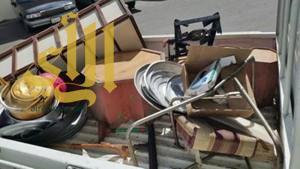 بلدية تنومة تصادر أواني طبخ وحلاقة من بعض المحلات التجارية