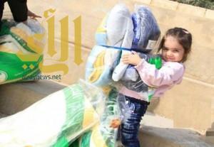 الحملة السعودية توزع 8500 قطعة شتوية على اللاجئين السوريين في لبنان