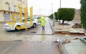 """""""مدني الرياض"""" وفاة شخص وإنقاذ 85 آخرين احتجزتهم مياه الأمطار"""