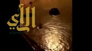 """بالفيديو .. غرق """"مخرج 33"""" غرب الرياض"""