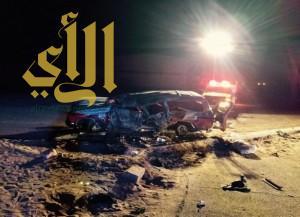 وفاة شخص و اصابة  13 آخرين بنقلاب سيارة على طريق الملك فهد