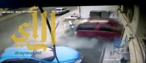 """سيارة تقتحم """"حلاق"""" تقتل شخصين وتصيب أربعة آخرين في مكة"""
