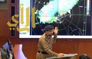 خالد الفيصل يباشر في مركز الأزمات لمتابعة أمطار جدة
