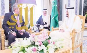 الملك سلمان يستقبل رئيس جهاز المراجعة المالية بالولايات المتحدة الأمريكية