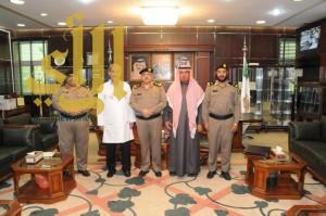 مدير شرطة منطقة الجوف يكرم مدير إدارة مكافحة التدخين بصحة الجوف