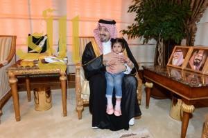 أمير عسير يستقبل أسرة الشهيد آل هماس