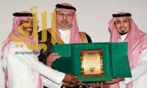 الرئيس العام لرعاية الشباب يكرم عمر الغامدي