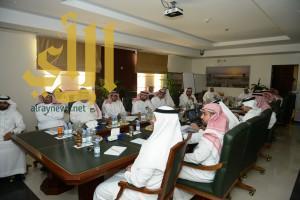 امين الشرقية يستعرض برامج ومشاريع الامانة امام لجنة التنمية المحلية بمجلس المنطقة