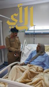 مدير مدني عسير يطمأن على صحة فردين بمستشفى عسير