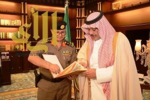"""أمير """"الباحة"""" يتسلم التقرير الأمني الشامل  للمنطقة عن العام الماضي 1436هـ"""