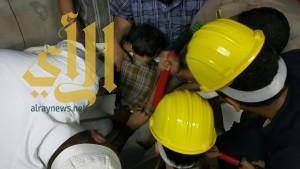 مدني محايل يحرر طفل من غسالة ملابس كهربائية