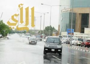 الأمطار الغزيرة تغرق الدوحة وتتسبب في تعطل الحركة بالطرق
