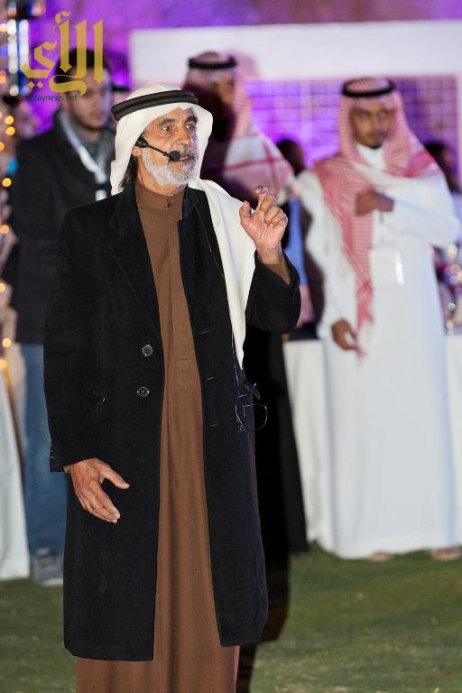 -الأستاذ علي الهويريني الذي شرح لهم تفاصيل كافة أنشطة القرية بأسلوب روائي شيق - نسخة