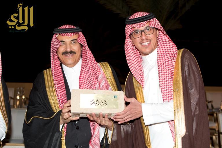 -امير الرياض يكرم عبدالملك الحقباني مساعد الرئيس التنفيذي لوقت اللياقة  - نسخة