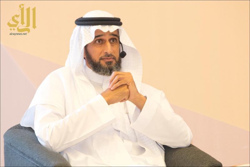 عبدالمحسن الحقباني وهو يتحدث في الملتقي.jpg1