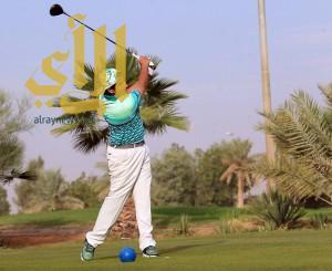100 لاعب يدشنون أول بطولة مفتوحة لاتحاد الجولف
