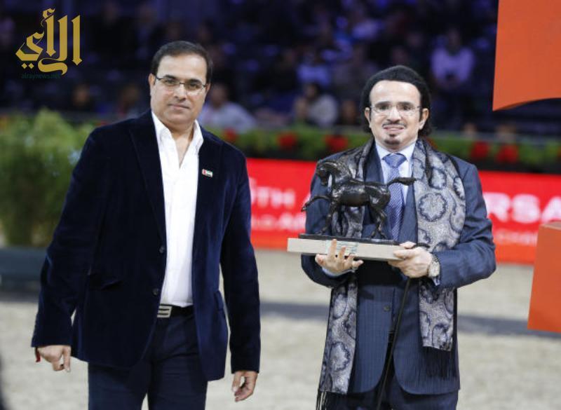 مطلق بن مشرف يحمل الجائزة الذهبية في باريس