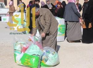 الحملة الوطنية السعودية توزع 14000 قطعة شتوية على الأسر السورية
