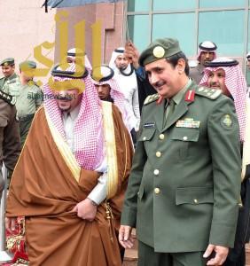 أمير القصيم يزور جوازات المنطقة ويطلع على التعاملات الإلكترونية الجديدة