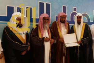 جمعية تحفيظ القرآن الكريم ببيش تكرم 70 حافظاً وحافظة