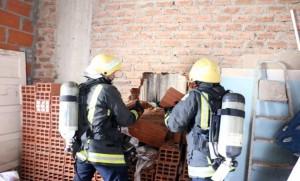 مدني مكة ينقذ محتجزين من حريق نشب بمنزلهما بالعتيبية