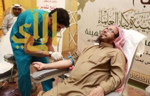 """""""كبار العلماء"""" يتبرعون بالدم للجنود المرابطين"""