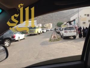 مدني أبها يباشر تسرب ناقلة وقود اثناء عملية التفريغ