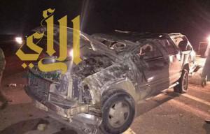 وفاة شابين وإصابة ثلاثة آخرين إثر انقلاب مركبتهم في عرعر