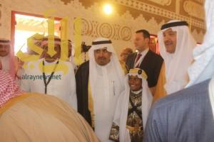 سلطان بن  سلمان يفتتح معرض عنيزة بصحافة الأمس