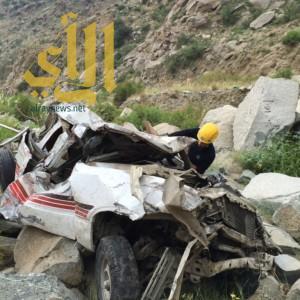 إنقاذ سبعيني سقطت سيارته فى منحدرات صخرية