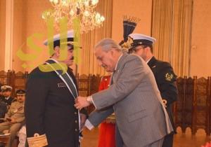 """رئيس باكستان يمنح قائد القوات البحرية السعودية وسام """"نيشان الامتياز"""" العسكري"""