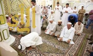 تجديد فرش الروضة الشريفة بالمسجد النبوي بسجاد وطني فاخر