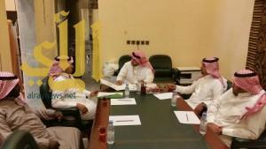 محافظ تثليث يعقد إجتماعا ثنائي مع رئيس البلدية بالمحافظة ومدير السياحة ببيشة