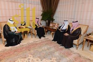 أمير عسير يستقبل عبدالله المبطي  وأعضاء الغرفة التجارية