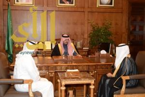 أمير عسير يستلم دعما من شركة الحويزي لجائزة المفتاحة