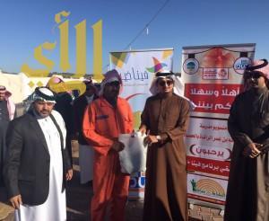 مدرسة تهدي عمال بلدية بنى عمرو كسوة الشتاء