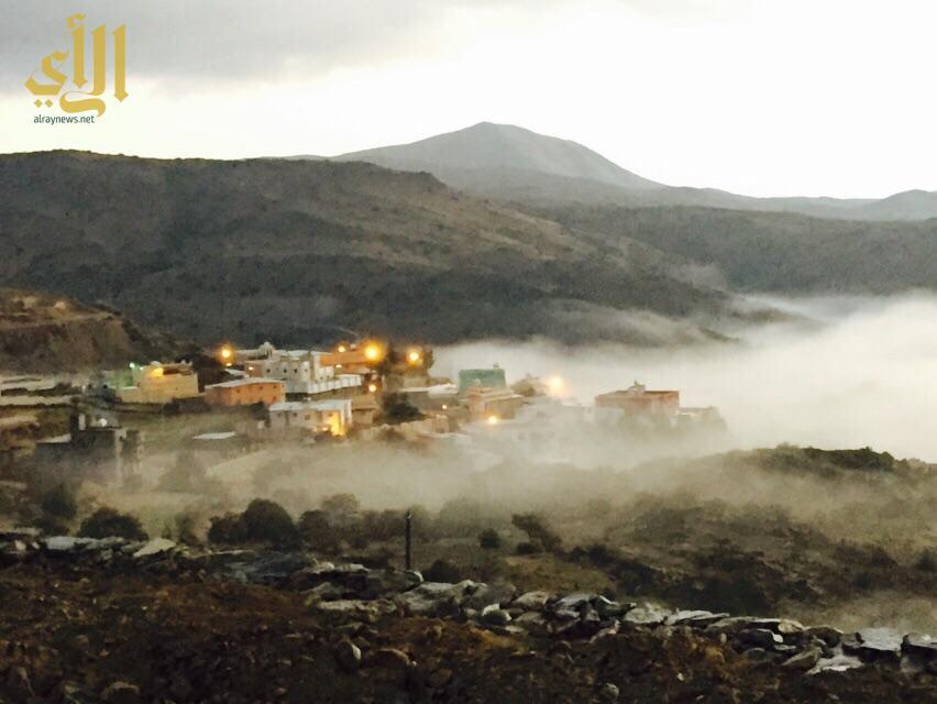 الضباب يكسو احدى قرى بللسمر