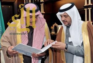 أمير الباحة يتسلم تقريراً مفصلاً عن منجزات مديرية المياه منذ تأسيسها